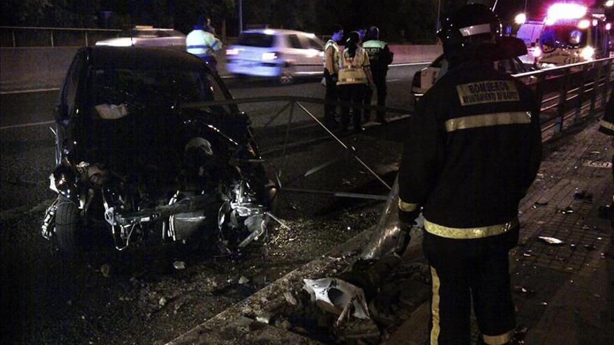 Dos mujeres heridas tras chocar su coche contra una farola en la A-5