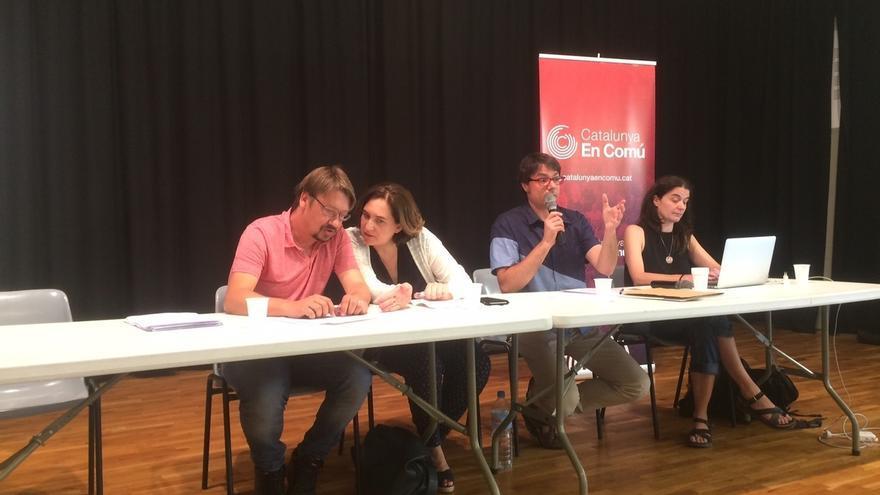 Los 'comuns' debaten sobre tres documentos para decidir su posicionamiento en el 1-O
