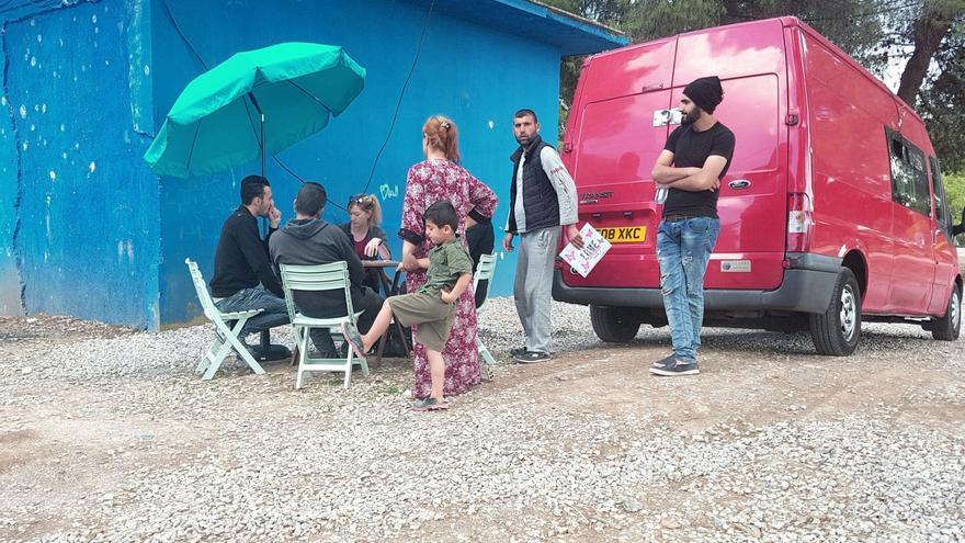 Asesoramiento jurídico del infobus en el campo de refugiados de Ritsona, Grecia / AMANDA GÓMEZ CARRUTHERS