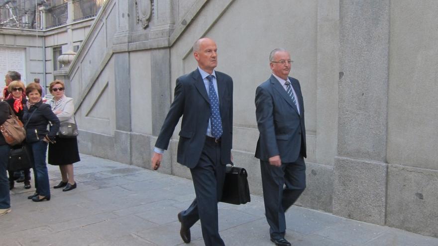 La Junta pide seis años y medio de cárcel para el exconsejero Fernández por una ayuda de los ERE