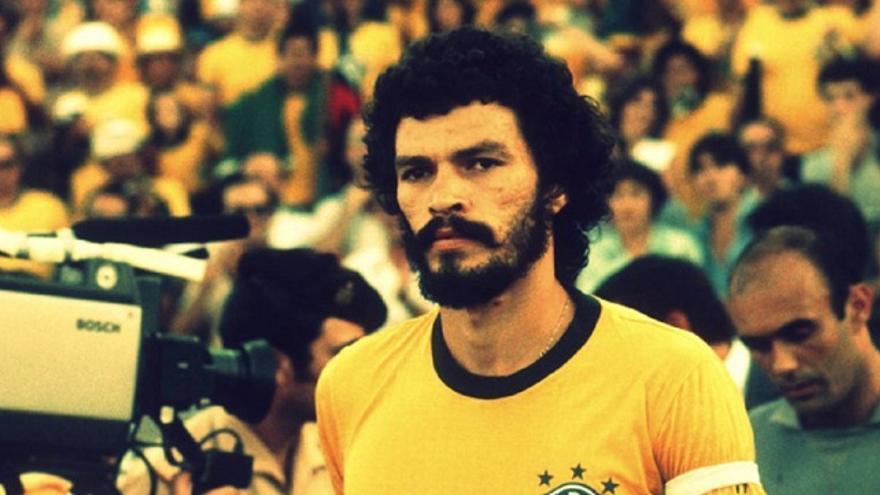 Sócrates, futbolista y médico brasileño (1954-2011)