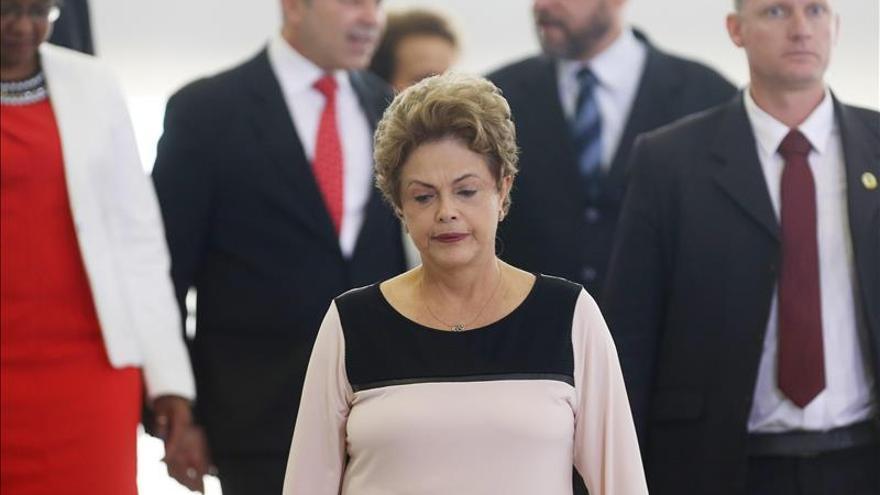 Rousseff gana tiempo y toma aire después de una semana de turbulencias