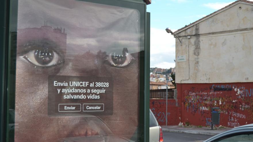 Un cartel de una campaña de Unicef, en La Palmilla