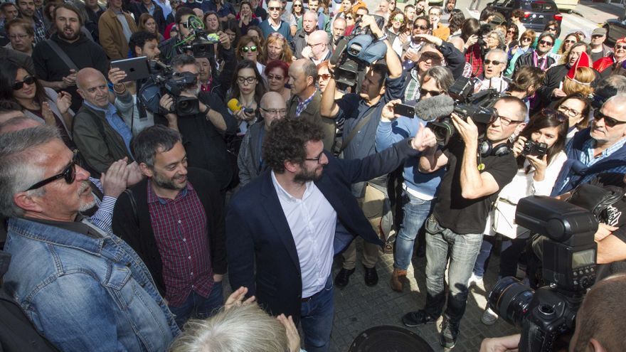 José Manuel Sande, con Xulio Ferreiro, antes de entrar a los juzgados de A Coruña