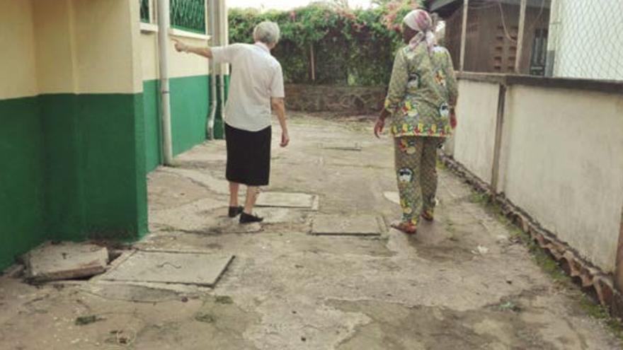 Imagen del patio de la Escuela Infantil Nuestra Señora del Rosario en Camerún.