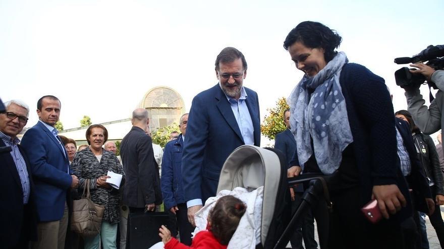 """Rajoy advierte que la alternativa a Feijóo sería """"letal"""" en una visita a la tierra de Fraga y evita decir su porra"""