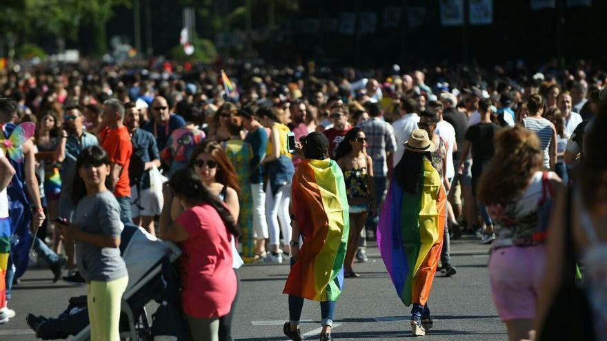 Las calles madrileñas se llenan de personas a favor de los derechos LGTBI