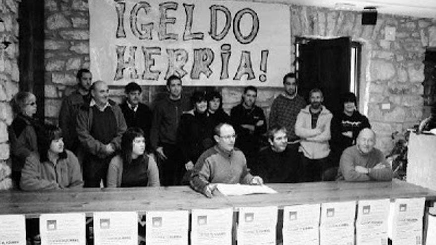 El actual alcalde de San Sebastián, Juan Karlos Izagirre, cuando encabezaba el movimiento por la desanexión de Igeldo. /EDN.