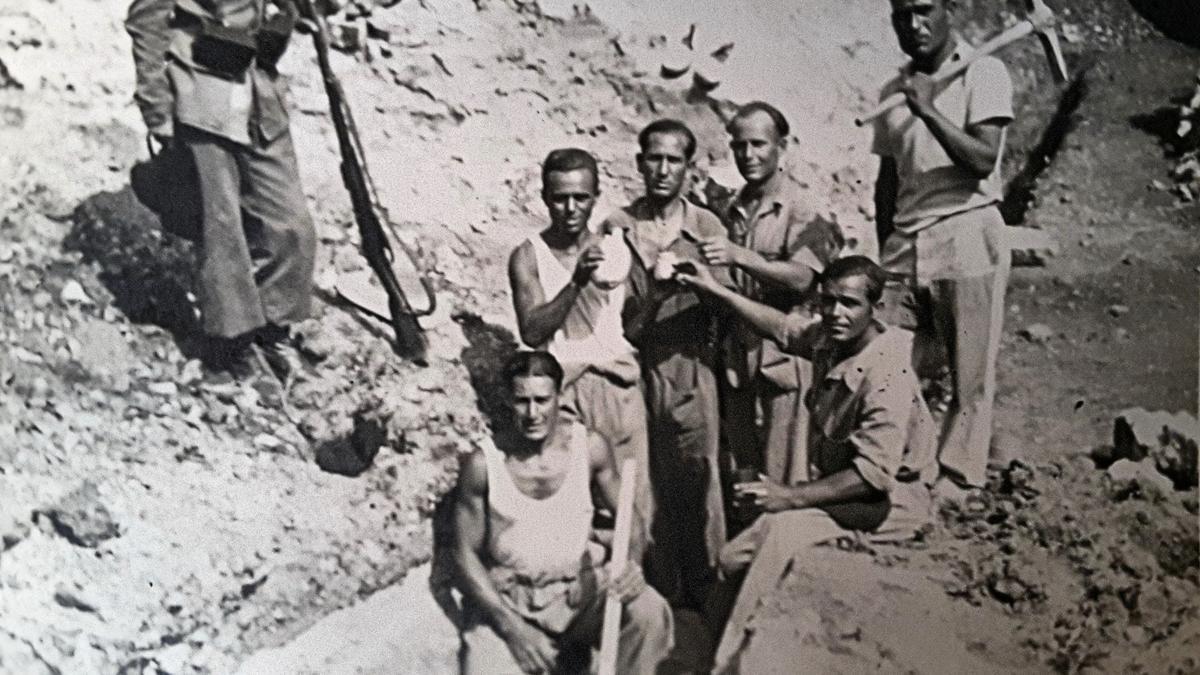 Presos republicanos en un campo de trabajo franquista.