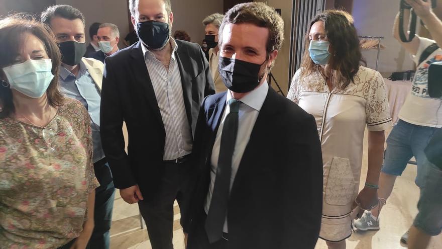 El líder del PP, Pablo Casado, a su llegada a Córdoba para unas jornadas del PP sobre independencia  judicial previas la Convención Nacional de otoño. En Córdoba, 28 de junio de 2021.
