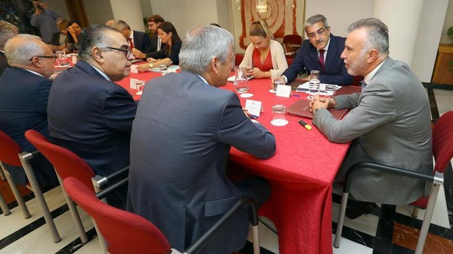 Torres preside la reunión con el Consejo Asesor