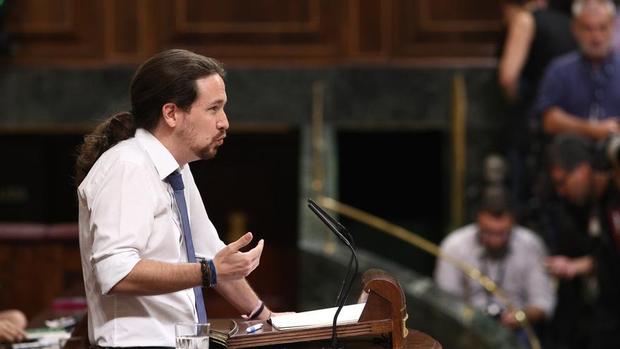 Iglesias exige que pida perdón a la diputada de Podem que retiró la bandera de España del Parlament