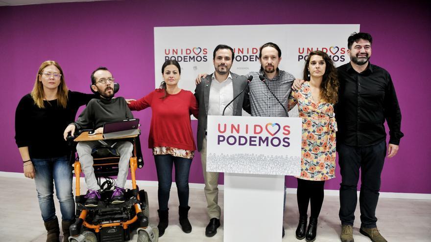 Pablo Iglesias, Alberto Garzón y otros dirigentes de Podemos e IU, antes de su comparecencia tras los resultados en Andalucía.