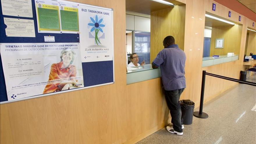 Un usuario pide cita en un centro de salud.