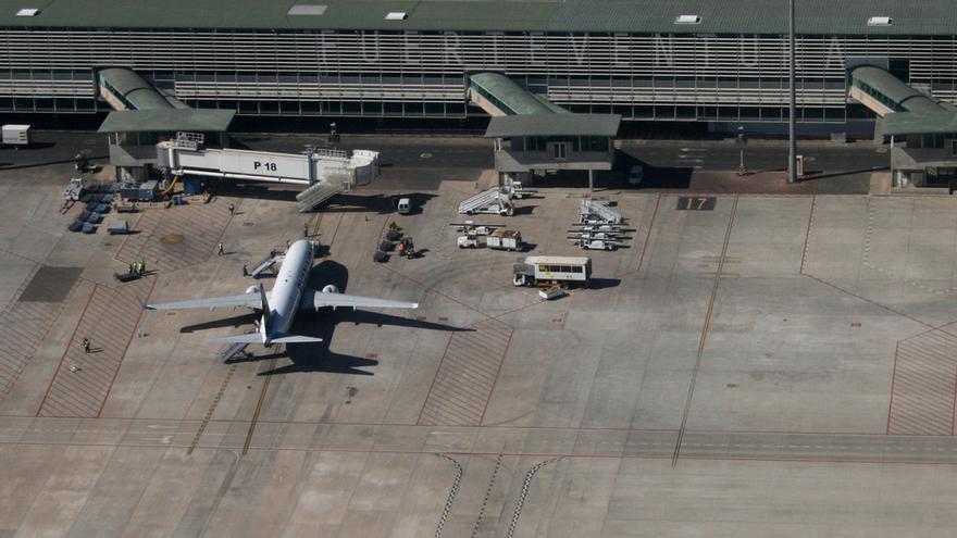 Resultado de imagen de pasarelas telescópicas de Aena  aeropuerto Gran Canaria