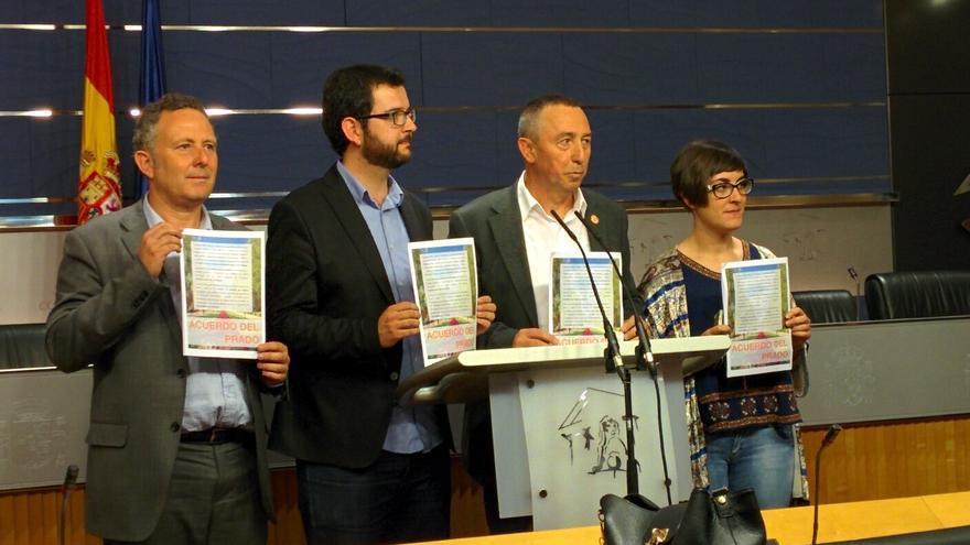 Baldoví y el resto de representantes de Compromís.