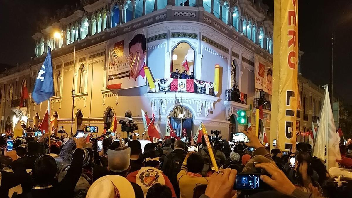 Seguidores de Castillo celebran la victoria electoral