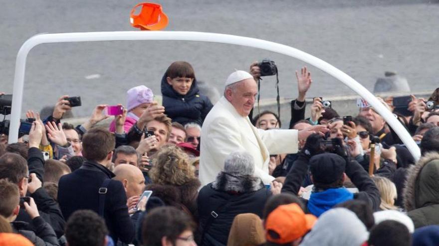 """Internet es """"un don de Dios"""", dice el papa, pero advierte de sus peligros"""