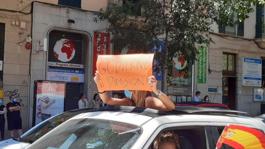 """1.000 vehículos piden la """"dimisión"""" del Gobierno central en la manifestación de Vox en Palma"""