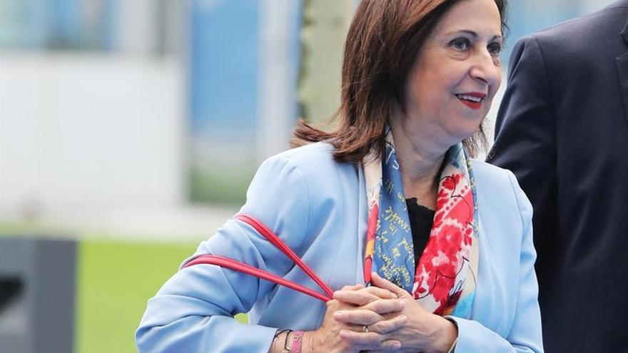 """Defensa borra un 'tuit' que promocionaba la """"vida sana"""" de Margarita Robles"""