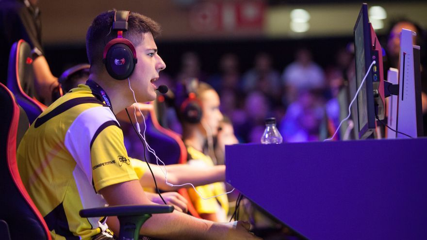 El equipo eMonkeyz, durante la semifinal de Call of Duty frente a Giants en Gamergy / ANTONIO RULL