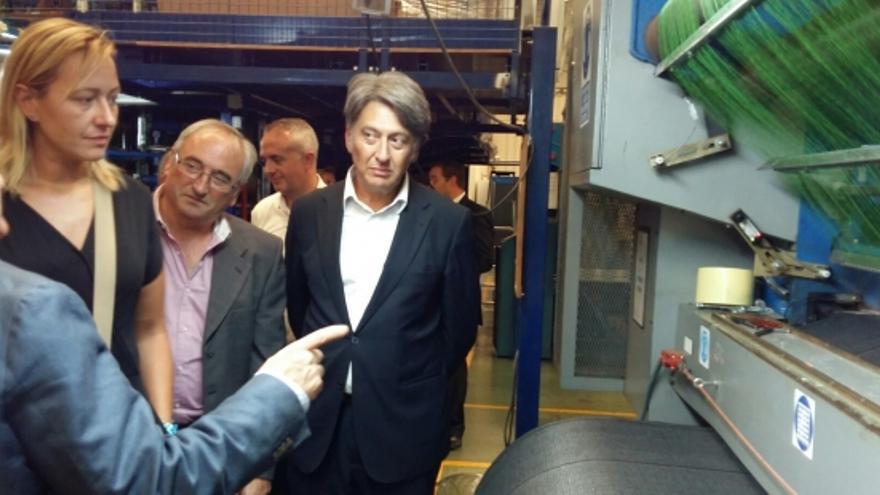 Marta Gastón, consejera de Economía, en una visita a una empresa de Borja.