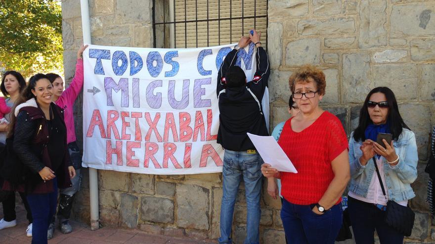"""Miembros de la plataforma """"Todos con Miguel"""", en Aretxabaleta"""