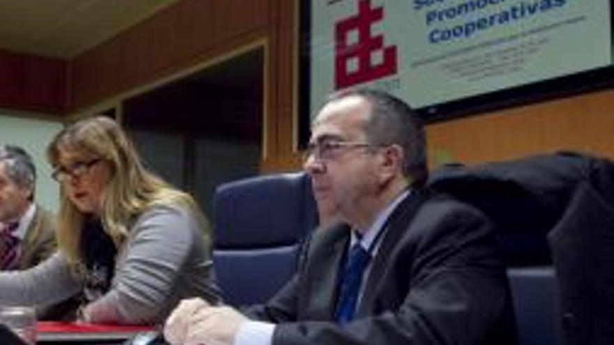 Francisco Sanz, director de Elkar-lan durante su comparecencia en el Parlamento vasco.