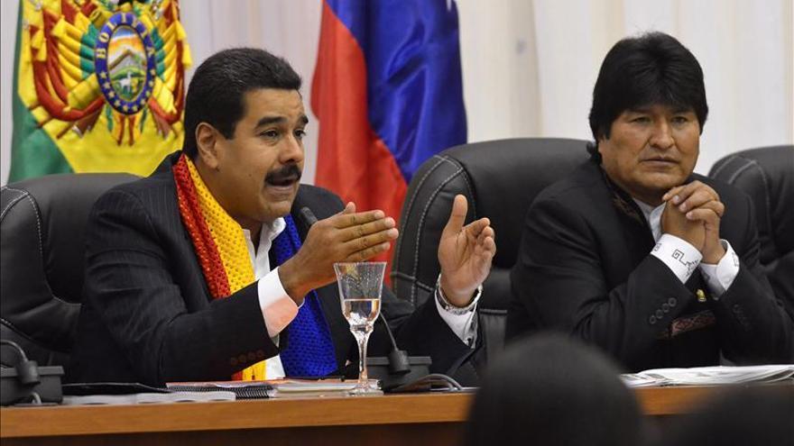 Morales y Maduro piden a Correa que organice reunión de movimientos sociales