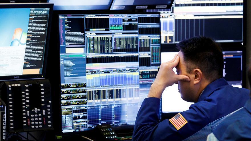 Wall Street se balancea entre los datos económicos y el estado de la pandemia