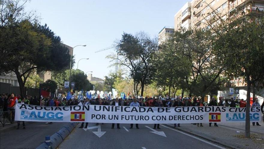 """La """"marea de tricornios"""" toma la calle para exigir más derechos laborales"""