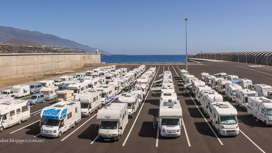 En la imagen, las caravanas estacionadas en el Puerto de Tazacorte. Foto: JOSE F. AROZENA