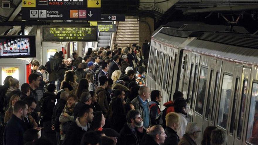 El metro de Barcelona afronta este lunes su undécima jornada de huelga