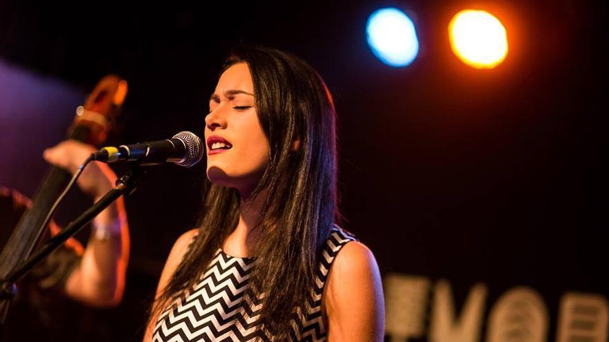 Claudia Sorvillo es la vocalista de 'Driving Mrs. Satan'.