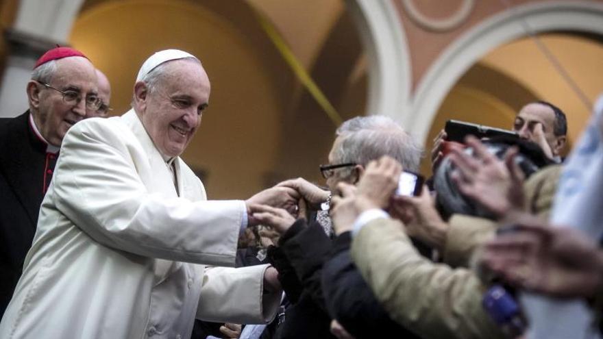 El Papa realiza su cuarta visita a una parroquia romana para estar con los pobres