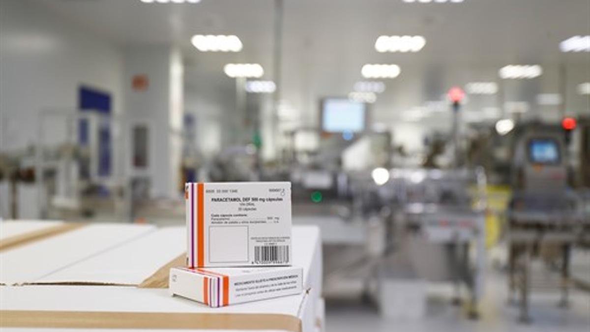 Cajas de Paracetamol en la Nave de Producción de medicamentos del Laboratorio del Centro Militar de Farmacia de la Defensa.