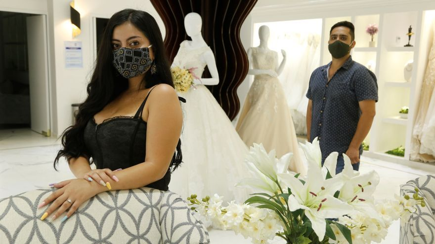 Parejas mexicanas se adaptan a pandemia para celebrar bodas