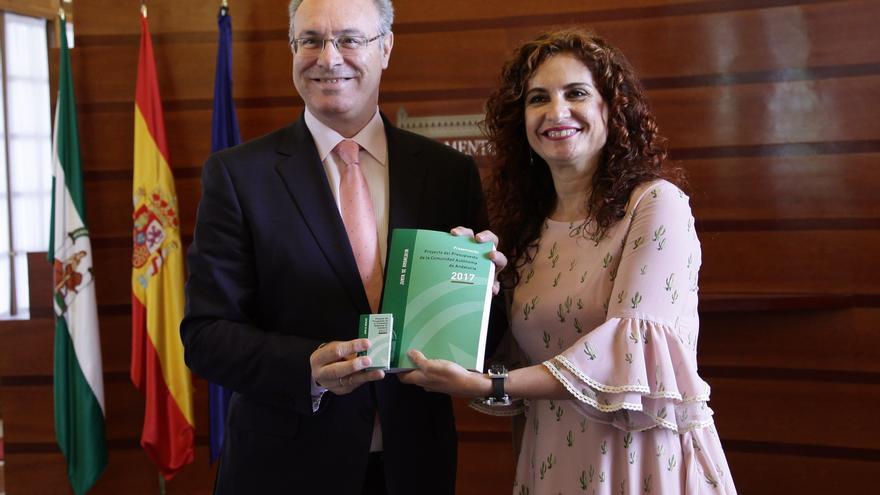 María Jesús Montero con Juan Pablo Durán.