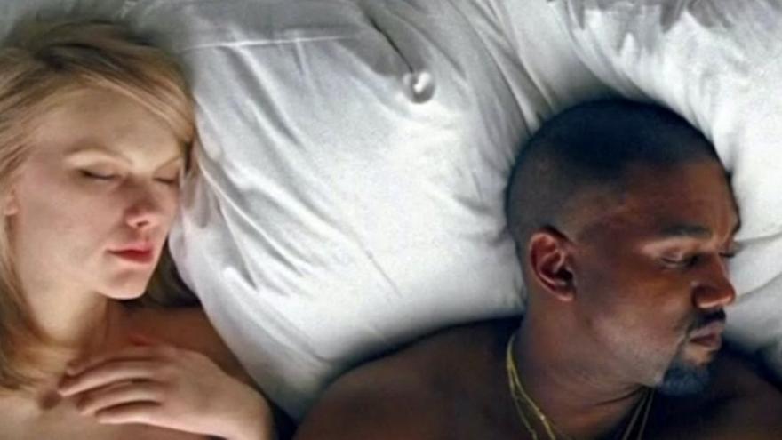 Kanye West en su nuevo vídeo con una réplica de Taylor Swift