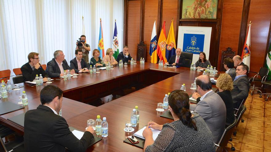 Reunión entre el Cabildo de Gran Canaria y la Consejería de Turismo, Cultura y Deportes del Gobierno de Canarias