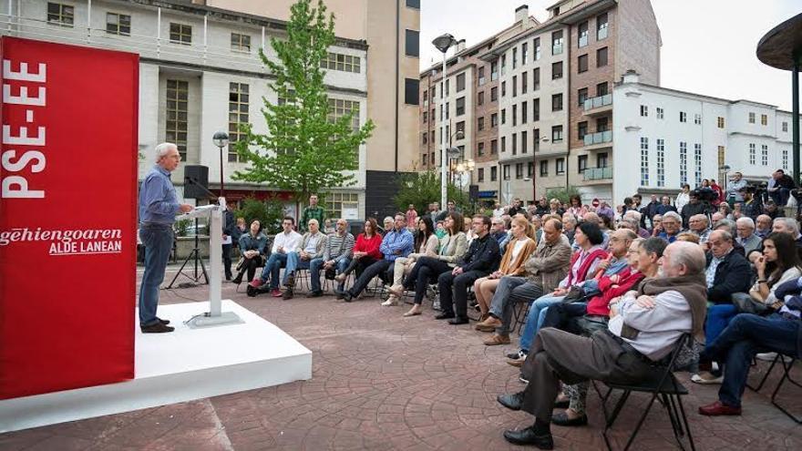 Acto de los socialistas en Ermua, con intervención del candidato Carlos Totorika.