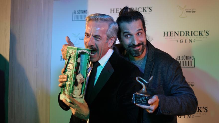 Imanol Arias y Javier Ruiz Caldera con su galardón. // Fotografía: Jorge Castro