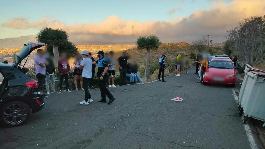 La Policía Local tuvo que interevenir para disolver un botellón en el Parque de Las Mesas, en Santa Cruz de Tenerife
