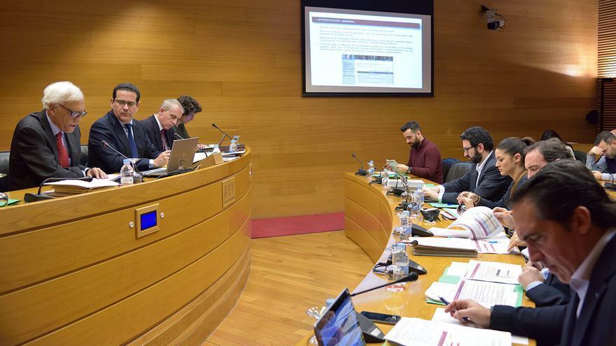 El síndic de Comptes, Rafael Vicent Queralt, comparece en las Corts