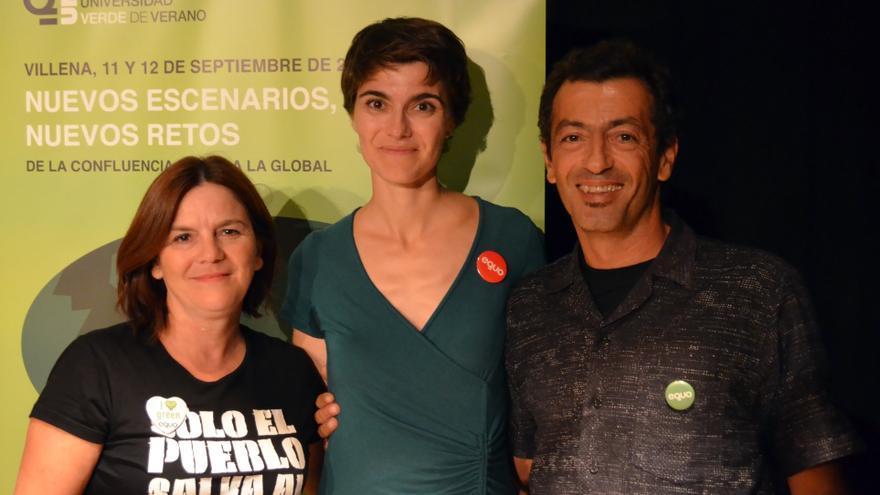 María José Campillo -izquierda- y Antonio Soler -derecha-, con la co-portavoz federal de Eqio, Rosa Martínez