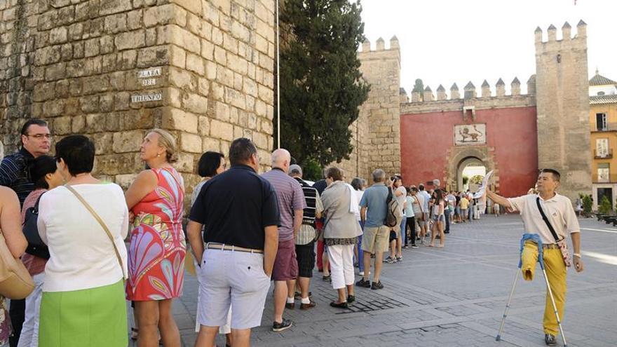 Colas en el Alcázar de Sevilla, reabierto tras suspensión de visita de Obama