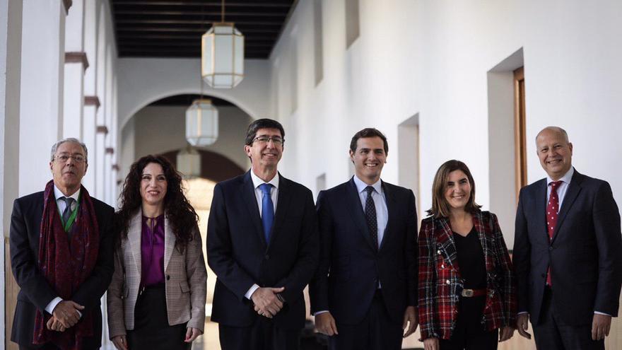 Albert Rivera con todos los consejeros de Ciudadanos del Gobierno andaluz.