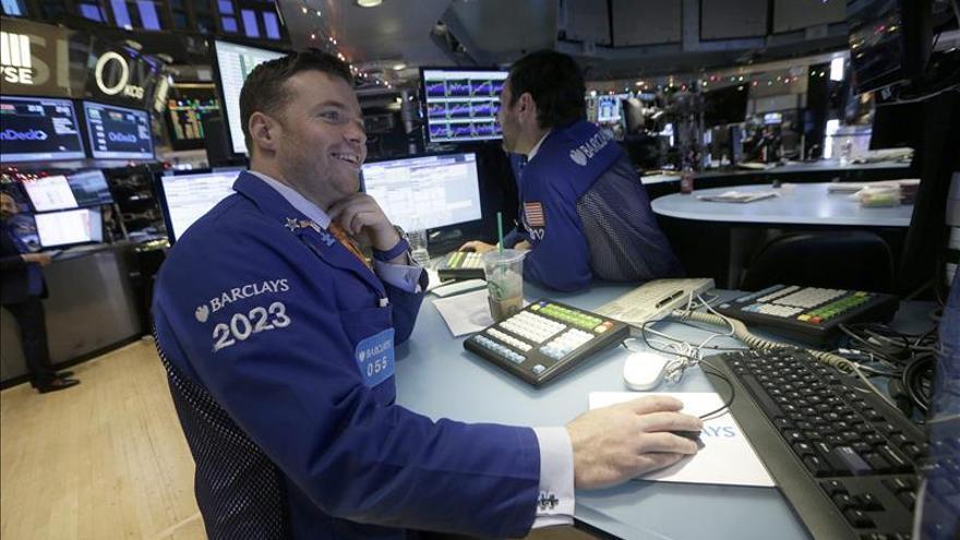 Wall Street abre con fuertes pérdidas y el Dow Jones baja un 1,22 por ciento