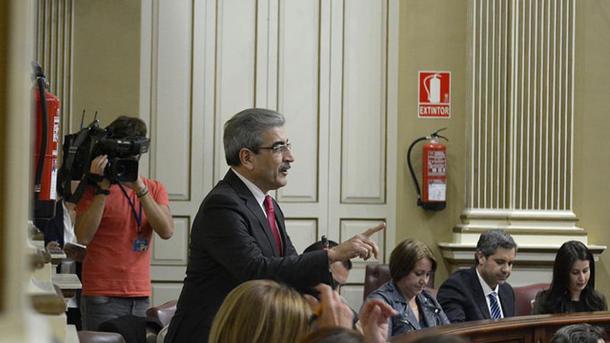 Román Rodríguez, en el Parlamento de Canarias