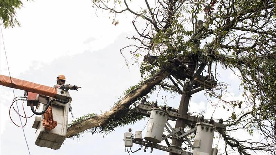 Muere un operario tras caer de un poste de electricidad en Ibiza